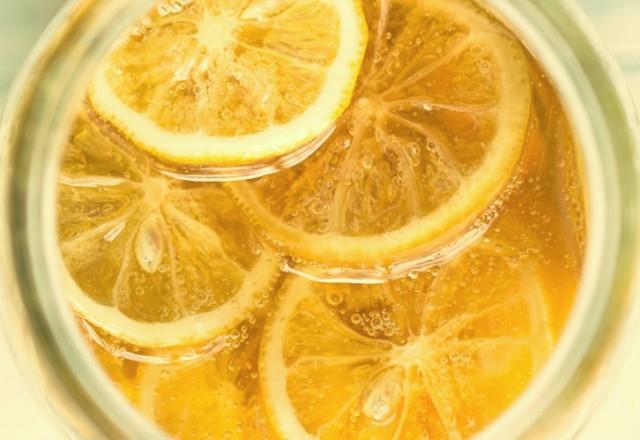 woda-z-cytryna-i-miodem-na-czczo